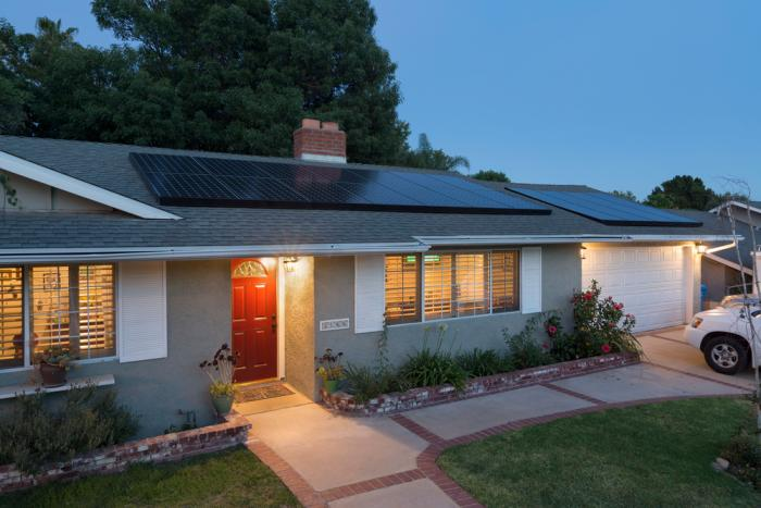Five-Step Guide to How Solar Panels Are Installed – AmGreen
